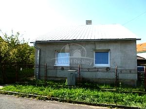 Rodinný dom Handlová na predaj, 3 izbový, pozemok 297 m2 - Nehnuteľnosti - Handlová